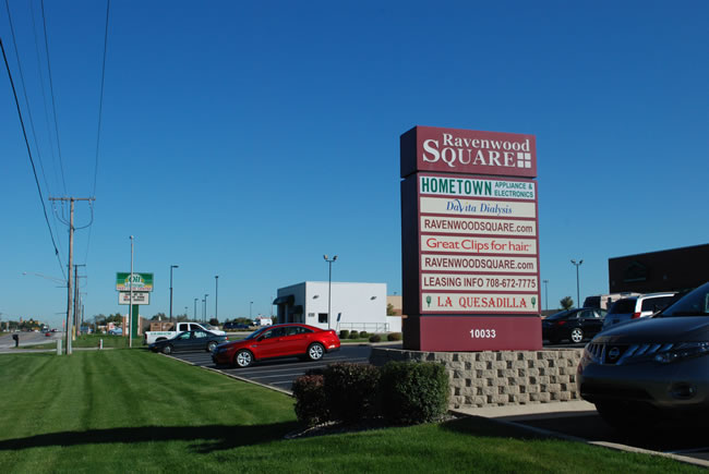 NW Indiana Commercial Strip Mall - Ravenwood Square Sign
